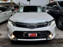 Cần bán xe Toyota Camry 2.0E đời 2018, màu trắng, giá tốt giá 900 triệu tại Tp.HCM