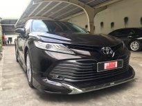 Bán Toyota Camry 2.5Q sản xuất 2019, màu nâu, nhập Thái lan Lướt 17.000km ,Biển Sg Với Bộ option Cực khủng giá 1 tỷ 290 tr tại Tp.HCM