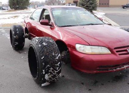 """Honda Accord """"độ"""" lốp khủng vẫn chạy ngon ơ"""